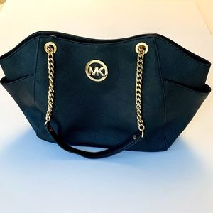 Michael Kors black shoulder jet set bag
